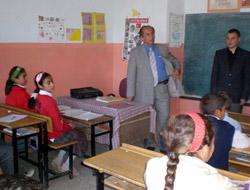 Sınıfları Boş Gören Vali Tepkili