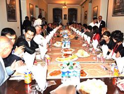 Başkandan Turizmcilere Yemek