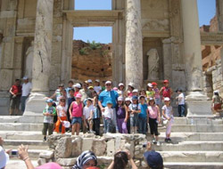Karsın Kardelenleri Efesi Gezdi