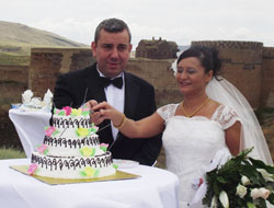Anide Evlendiler....