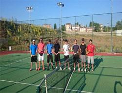 Tenis kursuna yoğun ilgi...