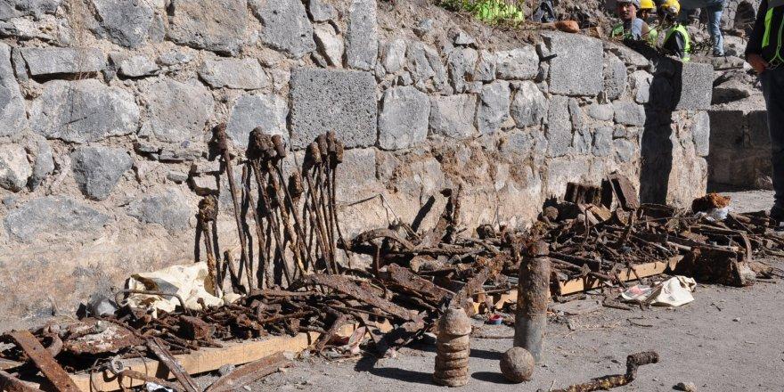 Tarihi Saray'dan süngüsü ve top mermisi çıktı