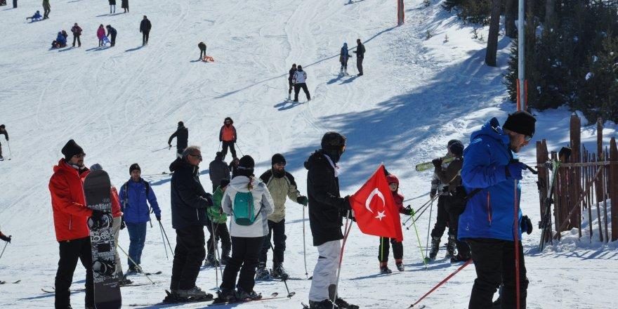 Kayak severlerden Sarıkamış'a yoğun ilgi