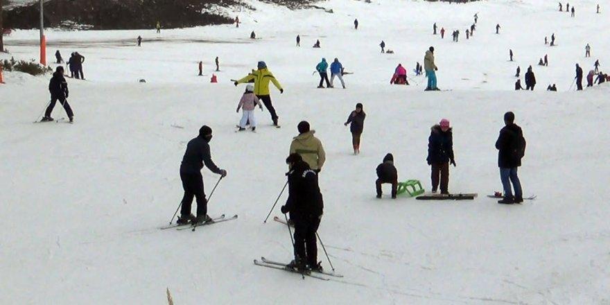 Sarıkamış Cıbıltepe Kayak Merkezi'ne yoğun ilgi