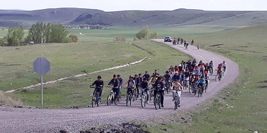 Akyaka'da öğrenciler pedal çeviriyor