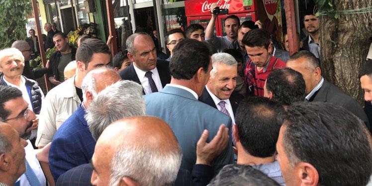 Bakan Arslan, Kağızman'da esnafı ziyaret etti