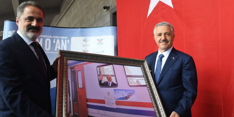 """Bakan Arslan: """"Tam O 'An"""" Sergisi, Doğu Ekspresi'ni geleceğe taşıyacak"""