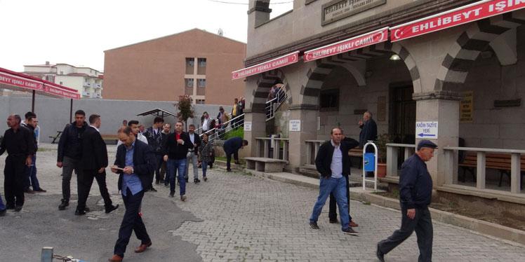 Kars'ta vatandaşlar camilere akın etti