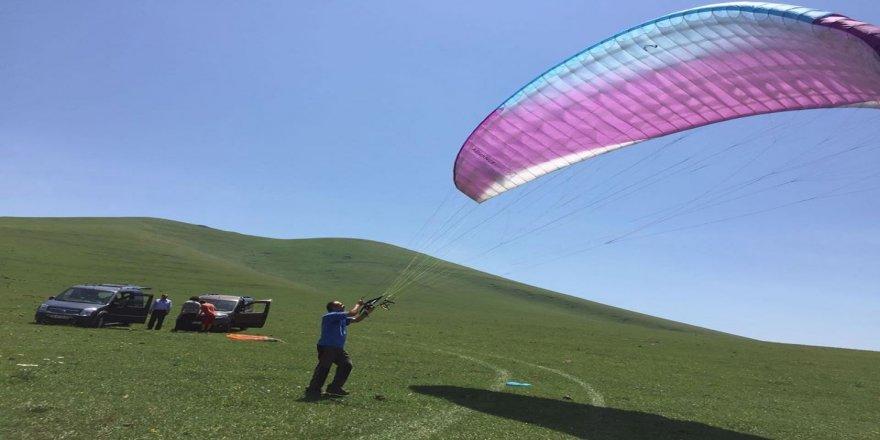 Yahni Dağı'ndan yamaç paraşütüyle uçtu