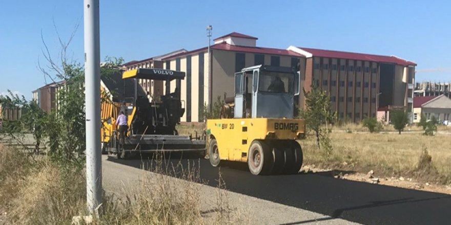 KAÜ'de asfalt çalışması başladı