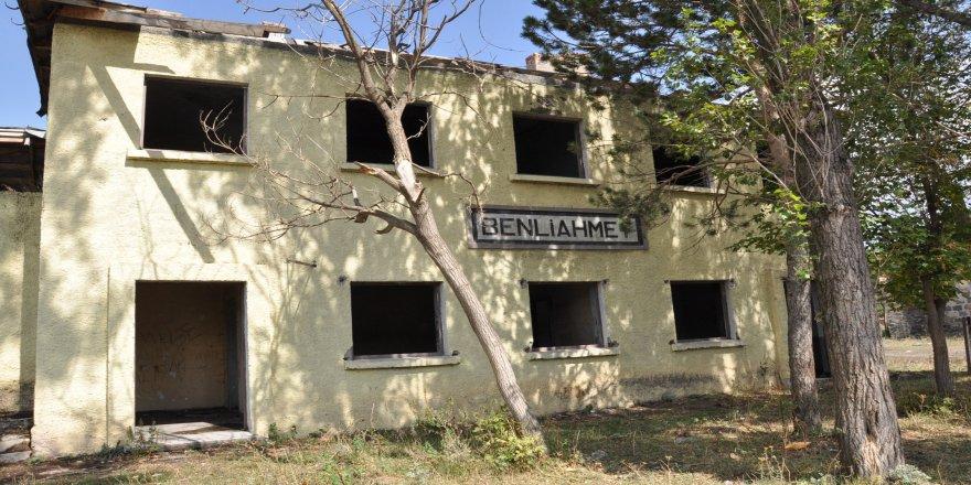 Benli Ahmet İstasyonu'nun durumu içler acısı