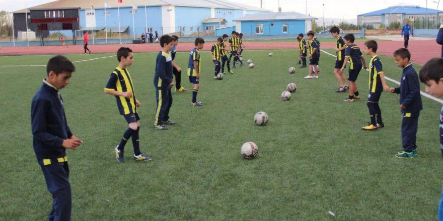 Fenerbahçe Spor Kulübü'nden Kars Fenerbahçe Spor Okullarına Ziyaret