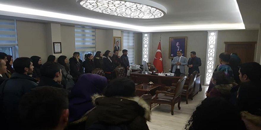 Kağızman'da yeni göreve başlayan öğretmenler Kaymakam Öter'e ziyaret