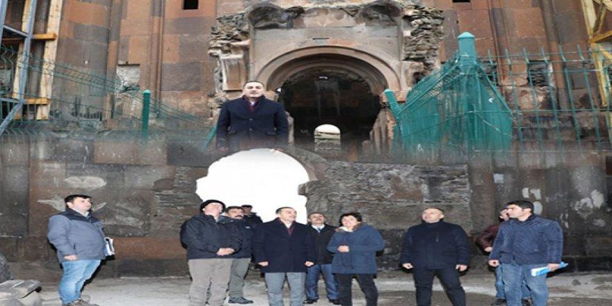 Kars Valisi Türker Öksüz, Ani Örenyerinde incelemelerde bulundu