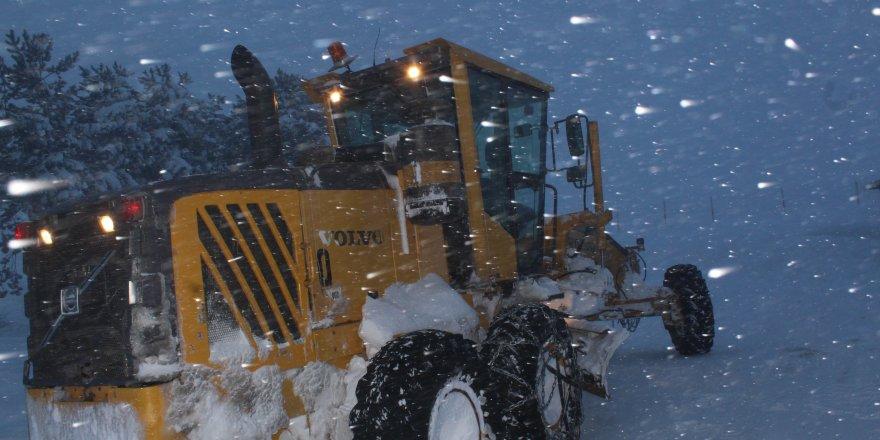 Doğu Anadolu'nun yüksek kesimlerinde ulaşıma kar ve tipi engeli