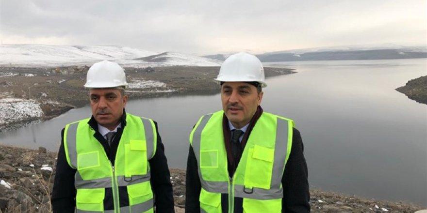Vali Türker Öksüz, Kars Barajı'nda incelemelerde bulundu