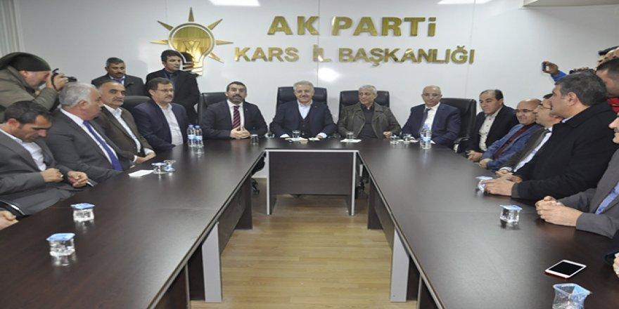 AK Parti Kars'ta sahaya indi