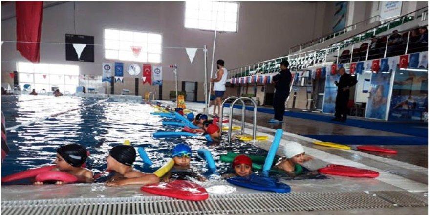 """""""Yüzme bilmeyen kalmasın"""" projesi devam ediyor"""