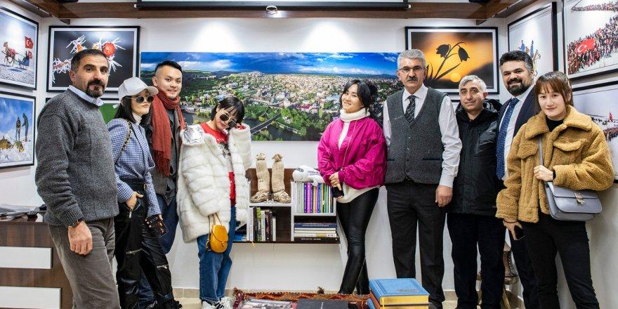 Çinli sosyal medya bloggerler Beşli'nin fotoğraf galerisini gezdi