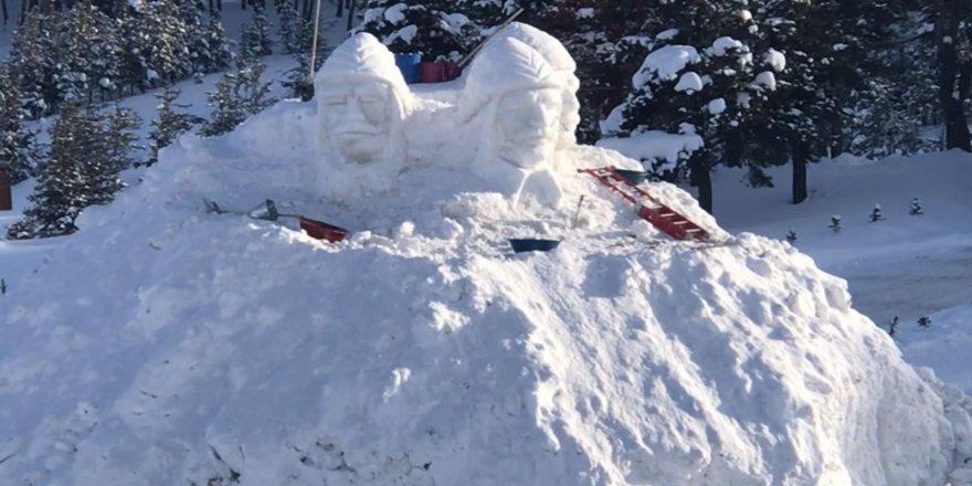 Sarıkamış'ta Kardan Heykellerin yapımı başladı