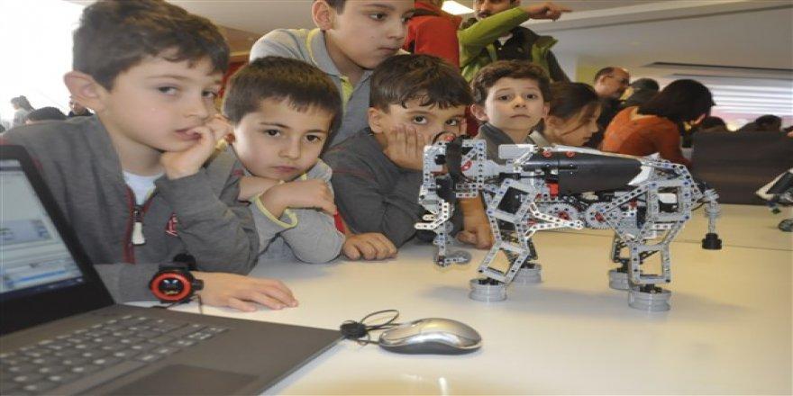 Hayal güçlerini kullanarak kendi robotlarını tasarladılar