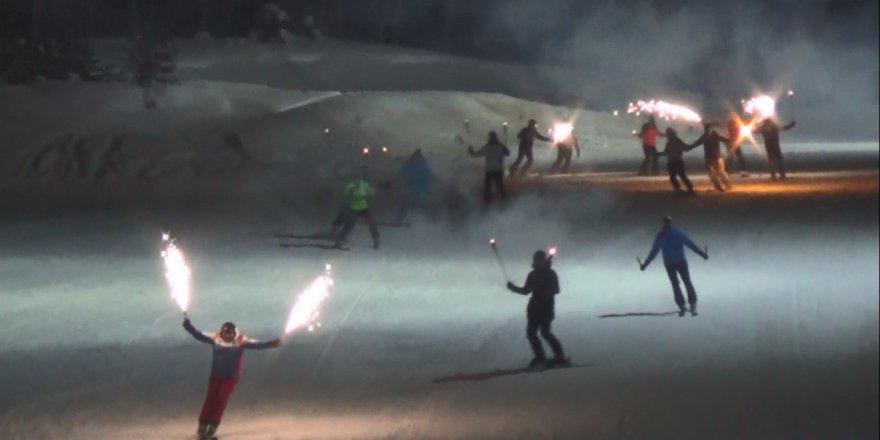 Eksi 25 derecede önce halay çektiler, sonra kayak yaptılar