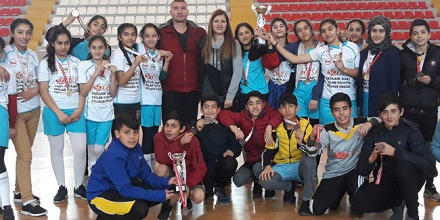 Kars'ta Okullararası Yıldız Hentbol müsabakaları