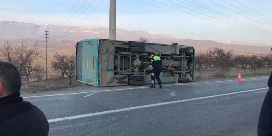 Kağızman'da öğrenci servisi kaza yaptı: 3'ü ağır 17 yaralı