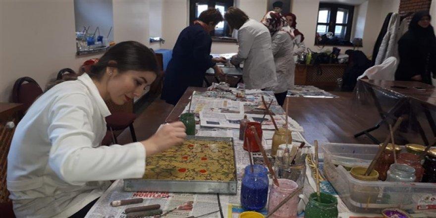 500 Yıllık Geleneksel Türk Süsleme Sanatı Ebru, Kars'ta
