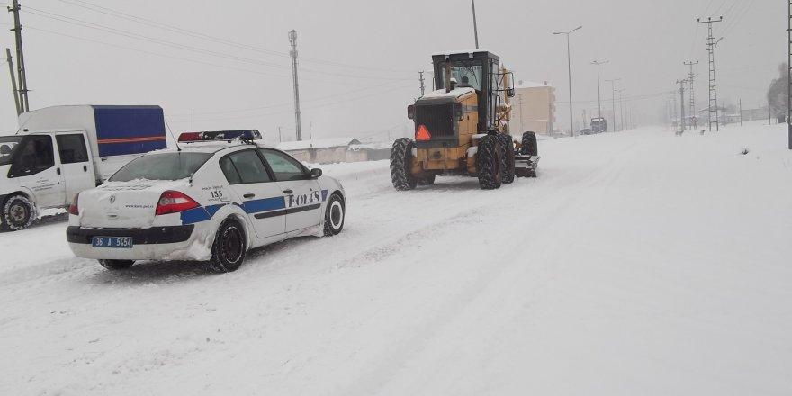 Kars'ta 50 köy yolu ulaşıma kapalı bulunuyor