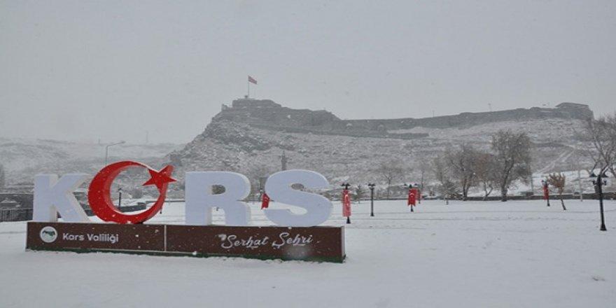 Kars'ta yarım gün kar tatili