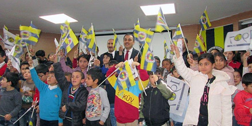 1907 Fenerbahçeliler Derneği'nden Karslı çocuklara forma desteği