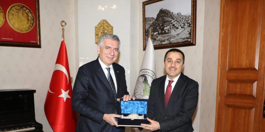 İSO Başkanı Erdal Bahçıvan'dan Vali Türker Öksüz'e ziyaret