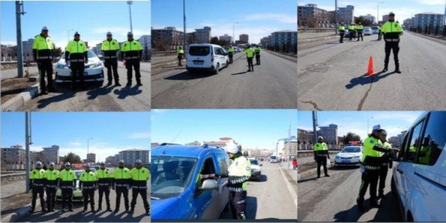 Kars'ta, yeni kıyafetlerle trafik polisleri daha güvende