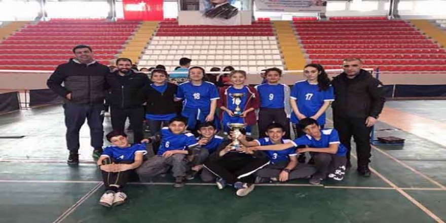 Cevriye Tatış Ortaokulu Badmintonda iki madalya kazandı