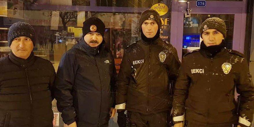 Dosta Güven, Düşmana Korku : Kars Emniyet Müdürü ve Jandarma Alay Komutanı Sokakları Yaya Olarak Geziyor
