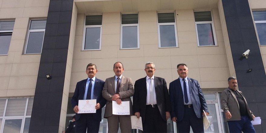 Kars MHP'den Belediye Meclis Üyeleri istifa etti