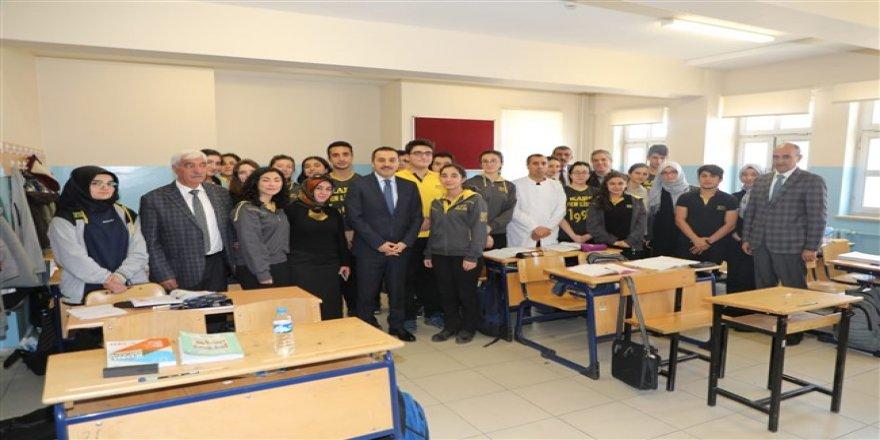 """Kars Valisi Türker Öksüz: """"Kars'ta başarı oranını üst seviyeye taşımak zorundayız"""""""