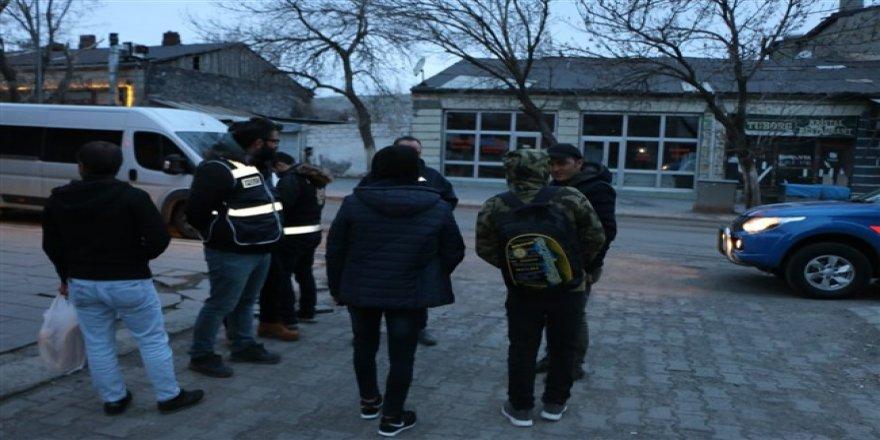 Kars'ta asayiş uygulamaları devam ediyor
