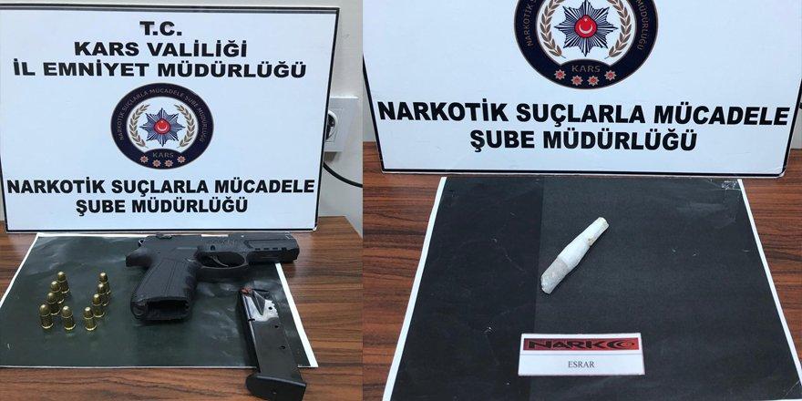 Kars'ta 2 tabanca ve uyuşturucu yakalandı