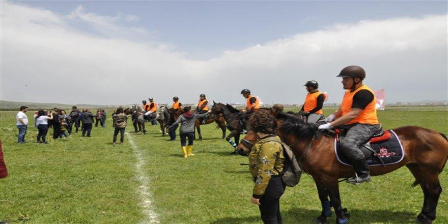 KAÜ'de 100. yıl şerefine 11 bin 200 metrelik koşu