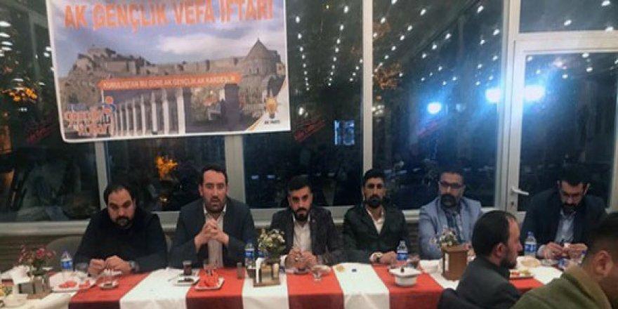 """AK Parti Kars Gençlik Kollarından geleneksel """"Vefa İftarı"""""""