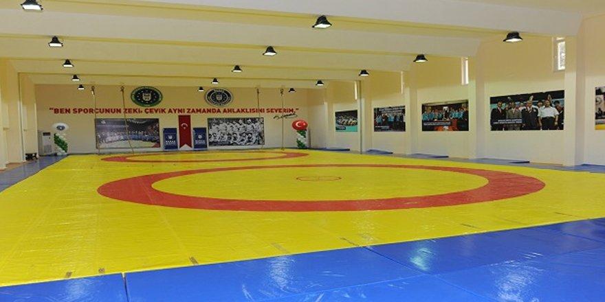 Kars'ta ücretsiz Güreş Yaz Spor Okulu başlıyor