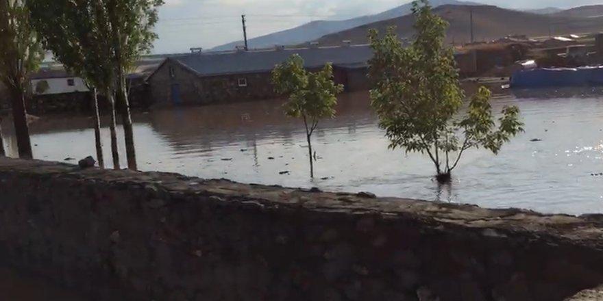 Kars'ta 6 ev sel altında kaldı