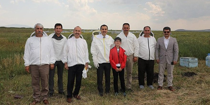Vali Türker Öksüz, Arıcılık işletmesini ziyaret etti