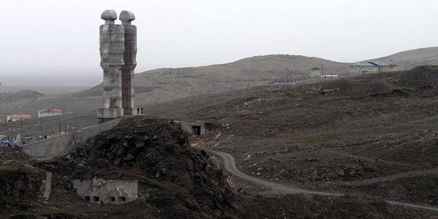 Heykeltıraş Mehmet Aksoy : Kars Belediyesi'ne müracaatta bulunup yeniden yapacağım