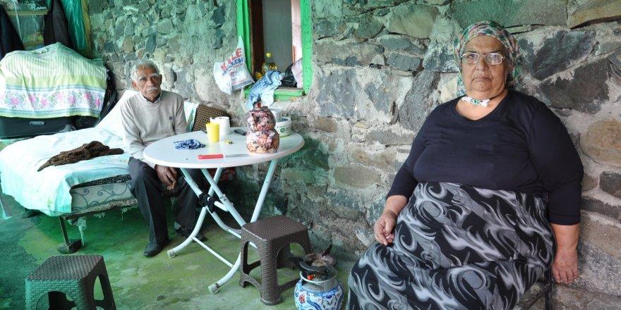 Karslı yaşlı çifte yardım eli uzandı