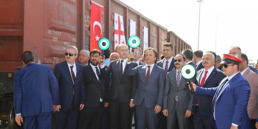 Türkiye ile Gürcistan arasındaki ilk ihracat treni Erzurum'dan hareket etti