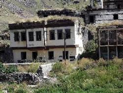 Tarihi evler yıkılıyor