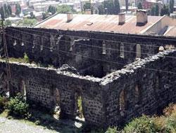 Tarihi Saray yok oluyor